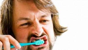 10 errores al cepillarse los dientes