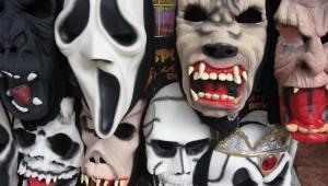 FACUA alerta del riesgo de quemaduras, asfixia y estrangulamiento de disfraces, pelucas y máscaras peligrosos