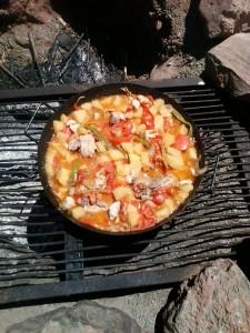 Pollo al disco cocinado en horno prehistórico.