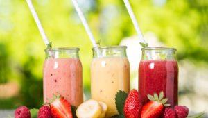 Zumos, smoothies y batidos no sustituyen el consumo de verduras y frutas enteras